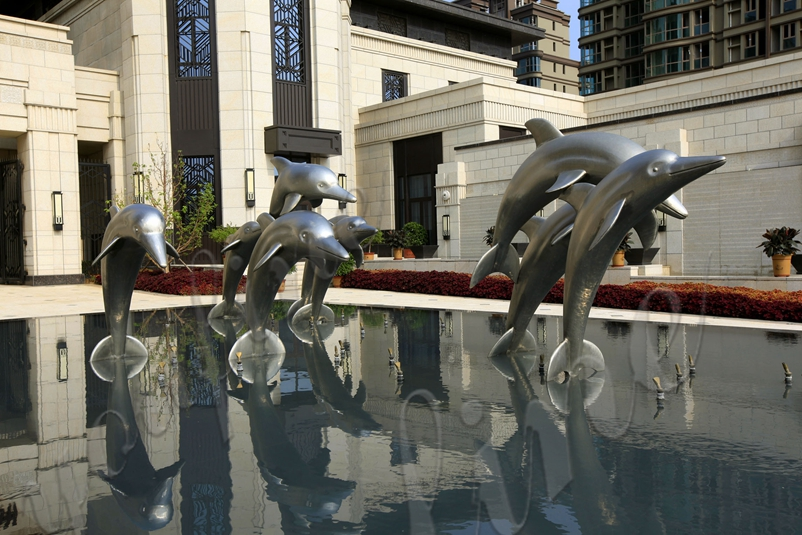 dolphin pool statue-1